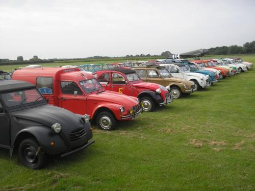 4) 2cvGB line-up at the Air Museum