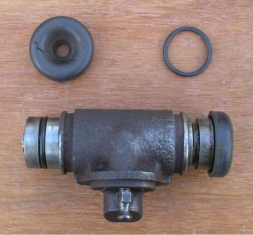 20) Front drum brake wheel cylinder with O ring seal